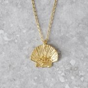 HBJ_SHOP_CLAMSHELL_PENDANT_YELLOWGOLD