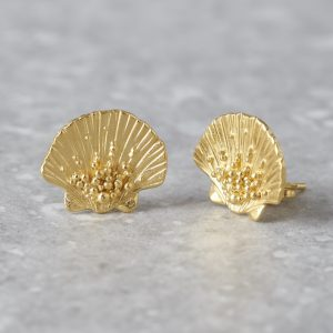 HBJ_SHOP_CLAMSHELL_STUDS_YELLOWGOLD