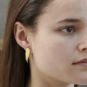 HJ_SHOP_ANGELWINGSTUDS_YELLOWGOLD_MODEL