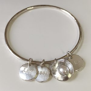 HJ_BESPOKE_PEARL_POD_BANGLE